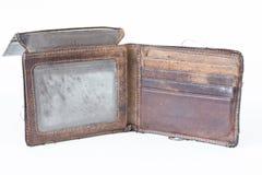 Alte benutzte Geldbörse lokalisiert auf weißem Hintergrund Stockfotos