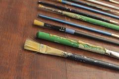 Alte benutzte Lackpinsel Stockbilder