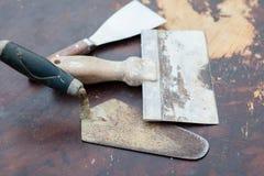 Alte benutzte Metallkellen Stockbild