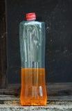 Alte benutzte Plastikflasche Stockfotos