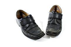 Alte benutzte und getragene schwarze Lederschuhe Lizenzfreie Stockbilder