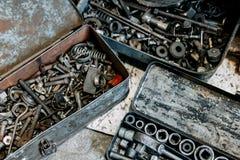 Alte benutzte Werkzeuge in den Kästen Lizenzfreies Stockbild