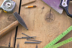 Alte benutzte Zimmereiwerkzeuge Stockbild