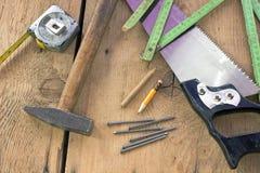 Alte benutzte Zimmereiwerkzeuge Stockfoto