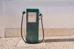 Alte Benzinpumpe der Weinlese und Ölzufuhr Lizenzfreies Stockfoto