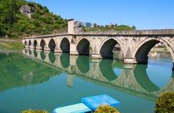 Alte, berühmte Brücke auf dem Drina in Visegrad, Bosnien Stockbild