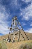 Alte Bergbau-Hebemaschinen-Schachtturm Stockbilder