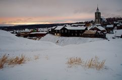 Alte Bergbaustadt frühen Winters Roros Lizenzfreie Stockfotos