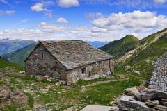 Alte Berghütte in den italienischen Alpen Lizenzfreie Stockfotografie