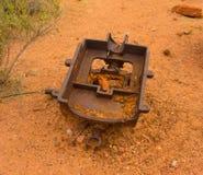 Alte Bergwerksausrüstung an Schutze ` s Fähre, Arizona Stockfotos