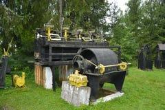 Alte Bergwerksausrüstung vom kommunistischen Zeitraum im Rosia Montana Stockfoto
