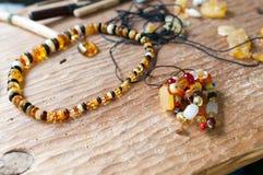 Alte bernsteinfarbige Halskette Stockfoto