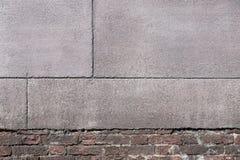 Alte Beschaffenheit einer Backsteinmauer mit gekörntem Zementputz Lizenzfreies Stockfoto