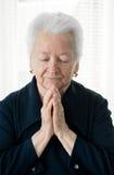 Alte betende Frau Lizenzfreies Stockbild