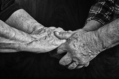 Alte betende Hände Stockfoto