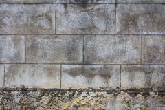 Alte Betonblockwand Lizenzfreies Stockfoto