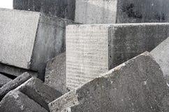 Alte Betonblockwand-Hintergrundbeschaffenheit Stockbilder