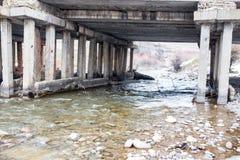Alte Betonbrücke auf dem Fluss Sairam-SU kazakhstan Stockbild