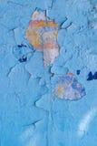 Alte Betonmauer malte blaue Farbcracker, Steinoberfläche, wa Lizenzfreie Stockbilder