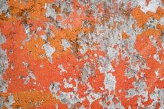 Alte Betonmauer mit abgezogener orange Farbenbeschaffenheit Stockfotos