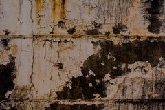 Alte Betonmauer mit Flecken und Schmutz, Beschaffenheitshintergrund Lizenzfreie Stockfotografie