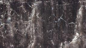 Alte Betonmauer mit gebrochenem Gips und schwarzer Farbbeschichtung Lizenzfreie Stockfotografie