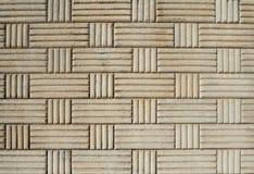 Alte Betonmauer mit rechteckigem und quadratischem dekorativem geometrischem Muster Lizenzfreie Stockbilder
