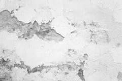 Alte Betonmauer mit schädigendem Gips Stockbild