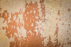 Alte Betonmauer mit Sprung und ziehen weg ab Lizenzfreie Stockbilder