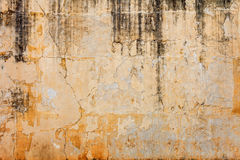 Alte Betonmauer mit zieht weg Farbe ab Stockfoto