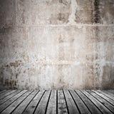 Alte Betonmauer und grauer Bretterboden Stockfotografie