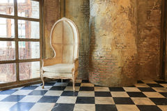 alte Betonmauer und Stuhl Lizenzfreies Stockbild