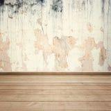 Alte Betonmauern und Holzfußboden für Text und Hintergrund Stockbild