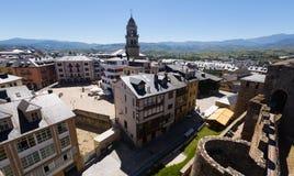 Alte Bezirke von Ponferrada vom Schloss Stockfotografie