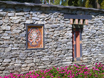 Alte Bhutan-Artfenster Stockfoto