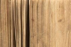 Alte Bibel - altes Buch - Seitennahaufnahme Stockfoto