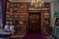 Alte Bibliothek im Schloss Stockbild