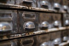 Alte Bibliotheksfachnahaufnahme - Weinlesemöbelmakro Lizenzfreies Stockbild