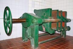 Alte Bierherstellungsmaschinerie Lizenzfreie Stockfotos
