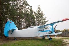 Alte Bifläche mit zwei Flügeln stockfoto