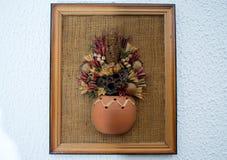Alte Bilder, machendes Haus, Blumen und Seil Lizenzfreie Stockfotografie