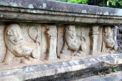 Alte Bilder in Royal Palace von König Parakramabahu in der Welterbstadt Polonnaruwa Das Polonnaruwa - mittelalterliches Kapital v Stockbilder