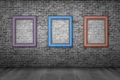 Alte Bilderrahmen auf Backsteinmauer Lizenzfreie Stockfotografie