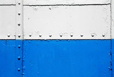Alte Blau- und Weißmetallwand Stockfotos