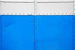 Alte Blau- und Weißmetallwand Stockbilder