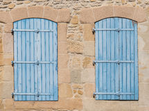 Alte blaue Fensterläden Stockbild