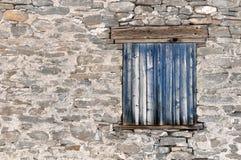 Alte blaue Fensterläden Lizenzfreies Stockfoto