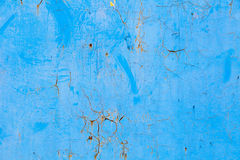 Alte blaue gebrochene Farbe auf Metallhintergrund Stockbilder