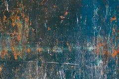 Alte blaue gebrochene Farbe auf Metallhintergrund Stockfotos