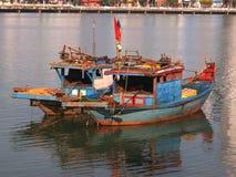 Alte blaue hölzerne Fischerboote im Da Nang Lizenzfreie Stockfotografie